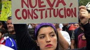 Chile vota en plebiscito histórico: por qué es tan polémica la Constitución por la que los ciudadanos acuden este domingo a las urnas 1
