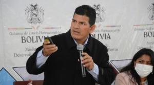 Denuncian que ministro Wilson Cáceres nombró a su esposa como jefa de su gabinete