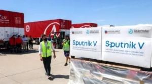 Llegan a la Argentina las primeras 300.000 dosis de la vacuna rusa Sputnik V