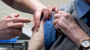 Una dosis cada 3 o 12 semanas: el debate sobre cuál es la mejor estrategia de vacunación