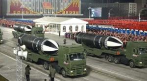 """Corea del Norte exhibe un misil que describe como """"el arma más poderosa del mundo"""""""