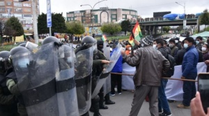 """Choferes bloquean 102 puntos en cinco regiones del país y el Gobierno ve que la medida """"se debilita"""""""