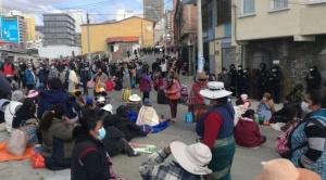 Alasita: feriantes intentan instalar puestos y la Alcaldía pide a la ciudadanía no salir este domingo 1