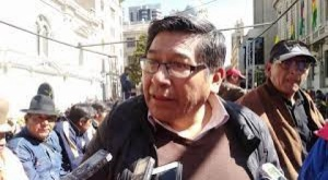Choferes paceños rechazan restricciones por el Covid-19, piden a jefes ediles bajar sus sueldos