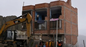 Evacuaron a 8 familias de dos casas que fueron demolidas en la Av. Buenos Aires