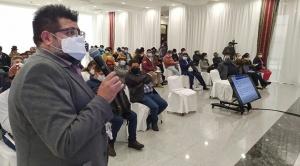 """Organizaciones sociales ven afán """"desestabilizador"""" de médicos y exigen promulgación de ley sanitaria"""