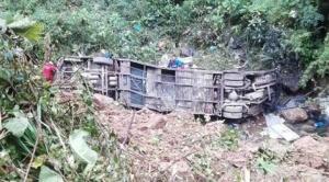 Un bus se embarranca en Colomi y deja al menos 21 fallecidos