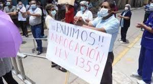 Médicos amplían paro nacional hasta el 15 de abril para exigir la abrogación de la ley sanitaria