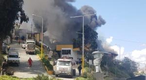 Reportan un incendio en la Unidad de Mantenimiento de la Alcaldía en la Av. Zavaleta