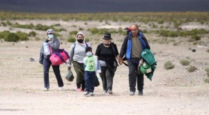 """¿El fin del """"sueño chileno""""?: los migrantes que luchan por permanecer en un país que les cierra las puertas"""