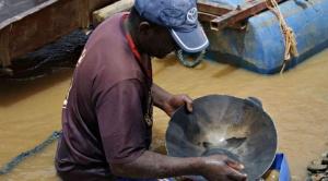 El 70% de la producción de oro termina en colas de rebalse y lamas en desuso que compra Perú