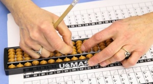 Ábaco: la milenaria herramienta de cálculo que se usa en Japón para reforzar la memoria