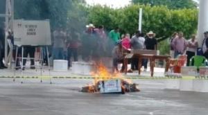 Bombas de humo, cabezas humanas, robo de urnas y quema de boletas: violencia en las elecciones en México 1
