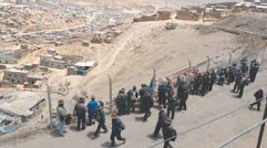 Mineros cooperativistas de Huanuni marchan a La Paz para pedir trabajo al Presidente