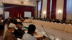 """Gobierno y dos sectores de la Adepcoca instalan el """"gran diálogo por la paz y el consenso"""""""