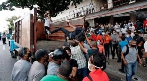 """Protestas en Cuba: """"Me lanzaron a un camión de basura"""": el testimonio de un artista arrestado durante las manifestaciones en la isla"""