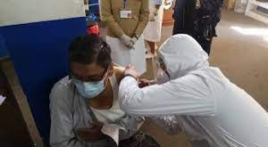 Campaña de vacunación masiva en El Alto se replicará toda la semana dice el Secretario de Salud