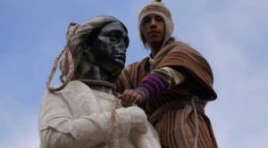 """""""Indigenistas"""" trataron de tumbar el monumento de Cristóbal Colón en el Día de la Revolución Agraria"""