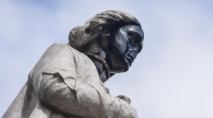 Manifestantes que pretendieron tumbar el monumento de Cristóbal Colón denuncian abuso policial
