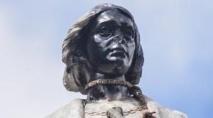 Policía libera a los detenidos que dañaron la estatua de Cristobal Colón