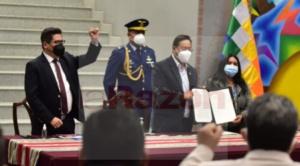 """Ministro durante promulgación de la ley: """"evalúen mucho al tomar la solicitud de devolución de aportes"""""""