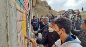 """En La Paz pintan barrios de mil colores como """"acto de reconciliación"""""""