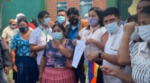 """MAS denuncia a Camacho, Calvo y asambleístas de Creemos por la """"ofensa"""" a la wiphala"""