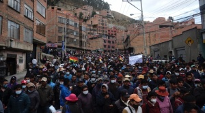 Cocaleros de Yungas suspenden asamblea y marchan para retomar Adepcoca