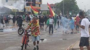 Santa Cruz hace sentir el paro, en otras ciudades hubo bloqueos, enfrentamientos y gasificación