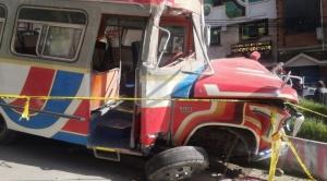 Una colisión múltiple causada por un micro en La Paz deja al menos 15 heridos