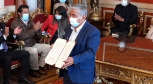 Arias promulga ley de canasta estudiantil que tendrá nueve productos