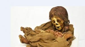"""El largo viaje de """"la ñusta"""", la momia de una niña de más de 500 años de antigüedad que EEUU devolvió a Bolivia"""