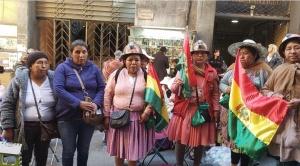 Mineros, esposas e hijos de San Cristóbal acampan 16 días en la calle, piden pago de dominicales de 12 años