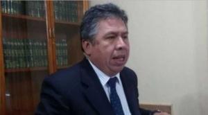 Presidente del Colegio Médico fue increpado cuando salía de un canal de televisión