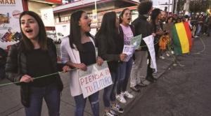 """En La Paz se realizaron cadenas humanas para exigir al gobierno que anule Decreto que autoriza """"quema controlada"""""""