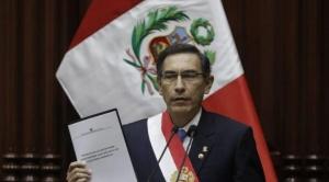 Vizcarra se afianza, renuncia vicepresidenta Aráoz y la denuncian ante Fiscalía por usurpación de funciones