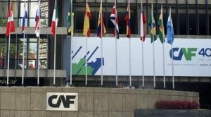 Nuevo crédito de la CAF reactiva cuestionamientos a manejo económico y déficit público.