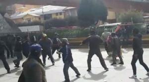 Vecinos y exdirigentes afines al MAS se enfrentan por el control de la FEJUVE de El Alto