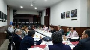 Médicos aceptan reunirse con el gobierno en Santa Cruz