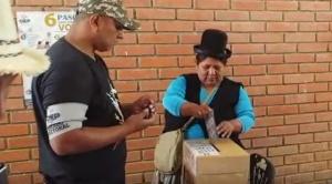 Hasta media jornada, recintos llenos de votantes, incidente en casa de campaña de BDN e insultos para García Linera y Arce 1