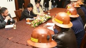 Cooperativistas mineros piden áreas de explotación a Evo Morales