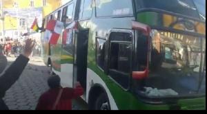 Gremiales y universitarios de Potosí se trasladan en buses a La Paz  y médicos cruceños alistan viaje