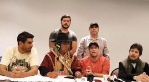 """Camacho y un """"poncho rojo"""" sellan alianza y piden la salida de Evo Morales"""