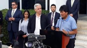 Llega Morales a México tras un vuelo de 16 horas mayormente por aguas internacionales