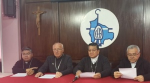"""Iglesia Católica pide a los políticos """"una salida constitucional"""" y dejar la violencia"""