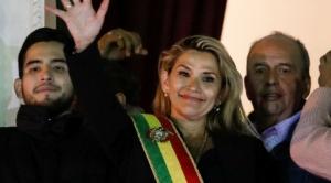 Jeanine Añez, la sucesora de Evo, ingresó a Palacio con una Biblia y rechazó ir a la Casa Grande del Pueblo