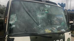 """Pobladores de K""""ara K""""ara retienen a alcalde de Cochabamba y hieren a 9 militares"""