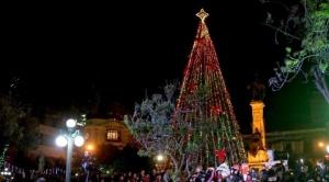 La Paz encendió el árbol navideño y se prepara para el desfile de Navidad Maravillosa 1