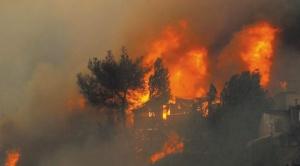 Un incendio opaca la Navidad en Valparaíso, donde más de 120 viviendas fueron afectadas