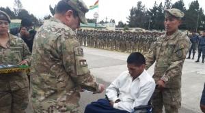 Personas con capacidades diferentes reciben sus libretas de servicio militar